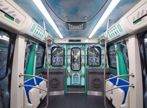 «Зеленая» ветка метро получила новый состав в цвет линии