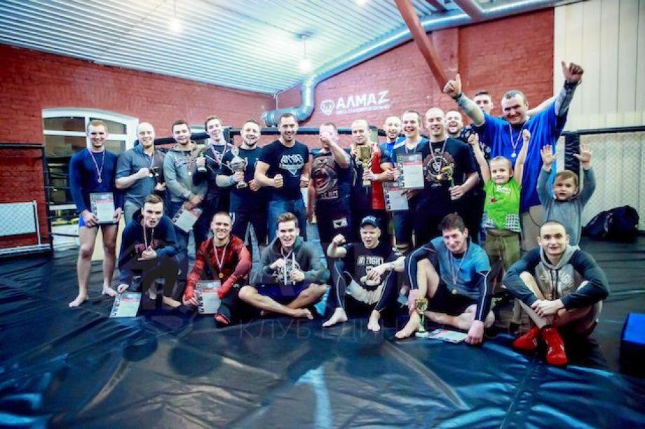«Алмаз» — занятия по смешанным единоборствам в Петербурге для всех