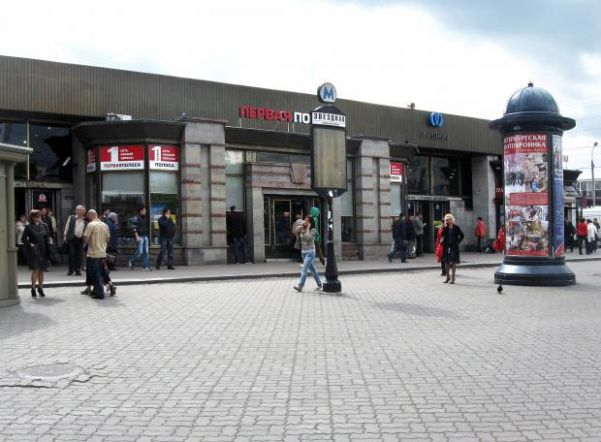 Станцию метро «Звездная» открыли после проверки