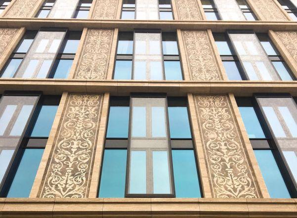 «Севзапмебель» отозвало жалобу на закупку мебели в «Невскую ратушу» из-за патриотизма