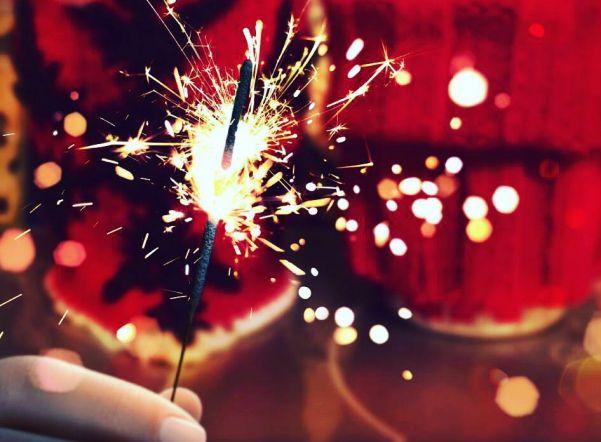 Happy New Year, Let it Snow, Пять минут: новогодние (и не очень) песни для праздничного настроения