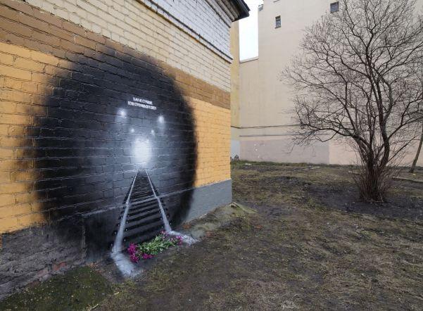 «Ленэнерго» закрасило граффити в память о жертвах теракта в метро