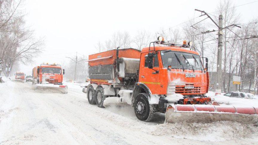 295 тонн противогололедных материалов попало на улицы города