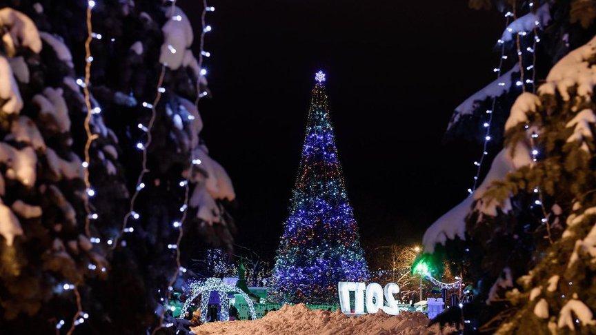 16 декабря кировчане смогут побывать на открытии двух главных елок города