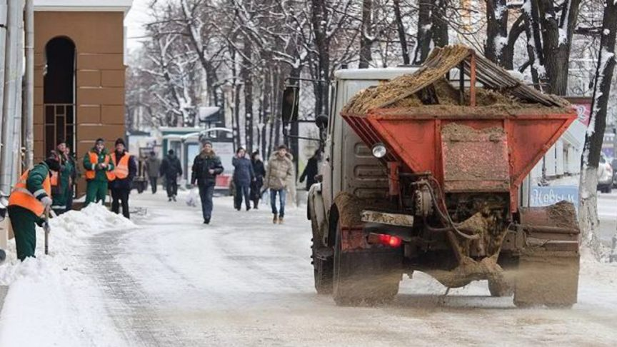 160 тонн противогололёдных материалов рассыпано по улицам Кирова
