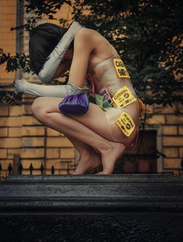 «Любовь 24 часа»: Петербург «прославился» рекламой интим-услуг на асфальте