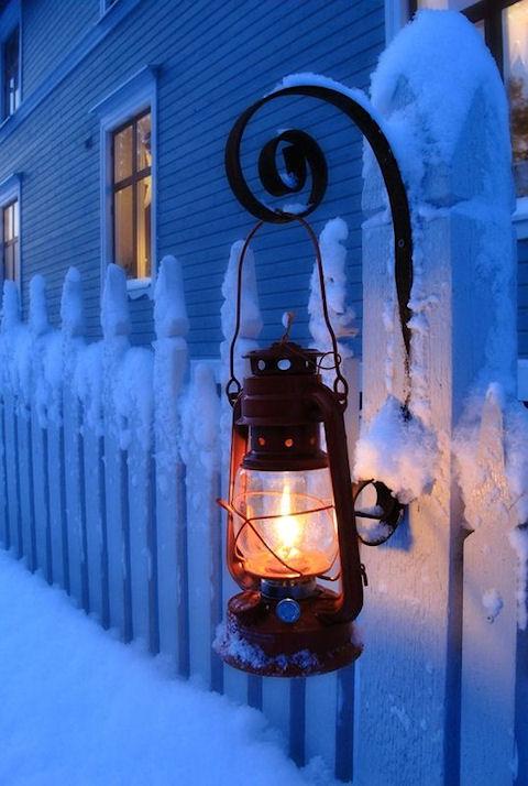Подготовка к празднику зимой